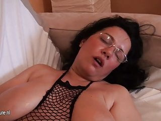 Old but still hot big breasted amateur mother