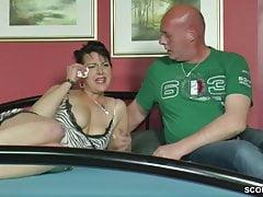 Stief-Vater hilft ihr mit einem Fick beim Liebeskummer
