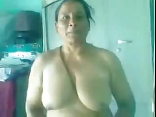 70 yrs Punjabi Amma's old pussy fucked hard by her young bf