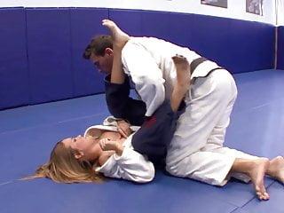 Instructor Se Coge a La Estudiante De Judo - Megan Fenox