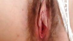 il doigte sa femme poilu pendant qu elle branle son clito