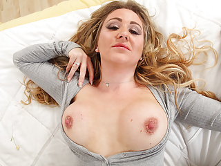 English Milf Classy Filth Whets Your Appetite In Leggings