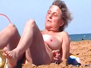 Spy Beach Mature GILF saggy Granny special wet pussy