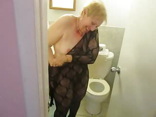 Aunt Sue wipe after pee