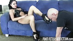 Worship the feet of your godde