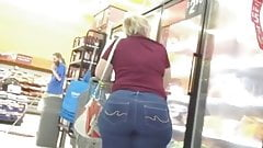 Amazing Big Butt Blond Gilf In Jeans!!!