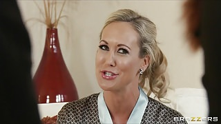 Brazzers - Blond MILF Brandi Love is massaged & fucked