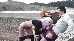 Geiler Teeny wird Outdoor auf Baustelle gefickt und besamt
