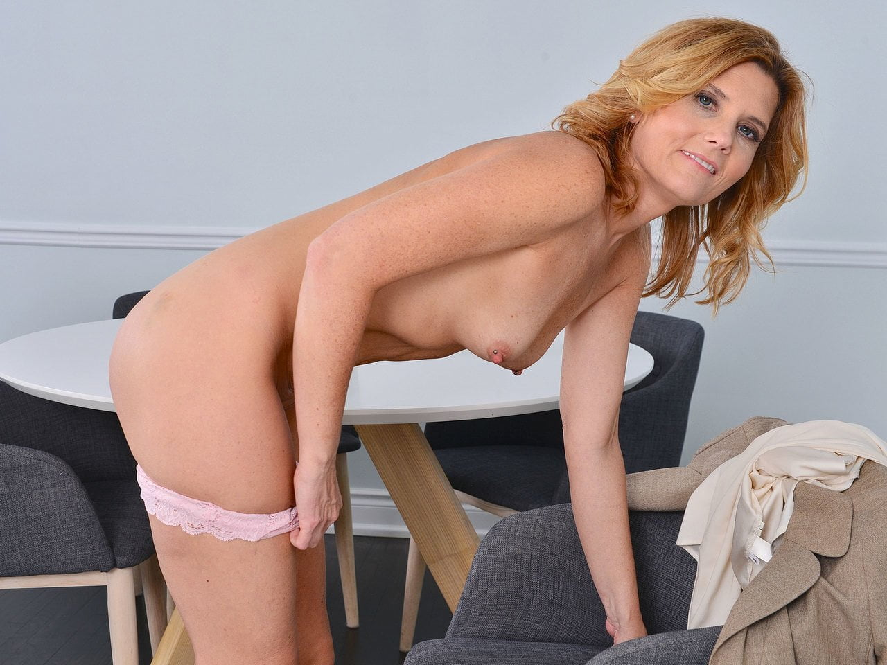 American milf alby daor needs to relax after a boring day - 2 part 2