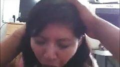 Me dio asco! Madura mexicana intenta tragarse toda la verga!