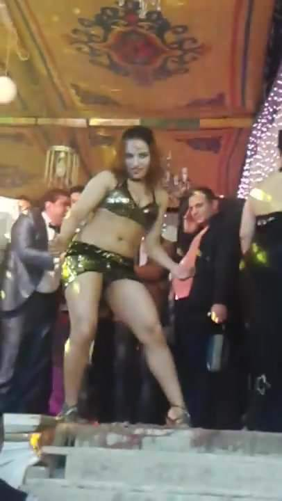 Arab girl with big ass dancing beurette