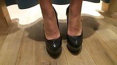 LGH - German High Heels Pumps in der Umkleide