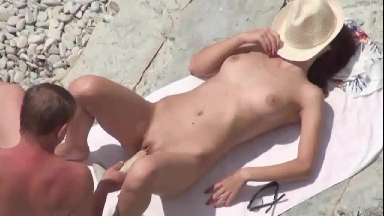 Порно скрытой камерой лесбиянки на море