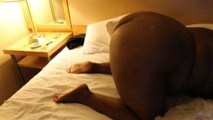ILA: Ebony bbw titi finger in her ass