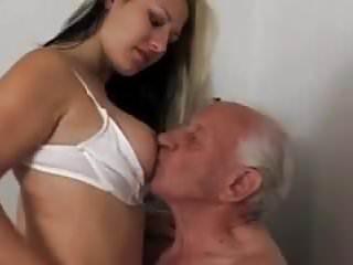 Opa aus Altenheim besamt junge Praktikantin