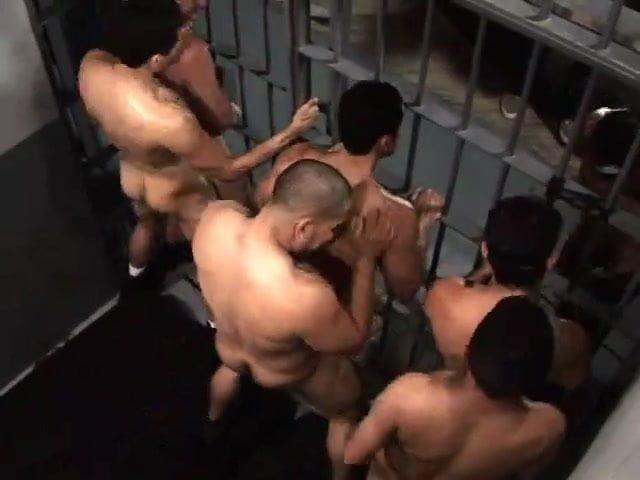 video-chastnih-tyurma-porno-ayolar-trahayut-butilkoy-dildo