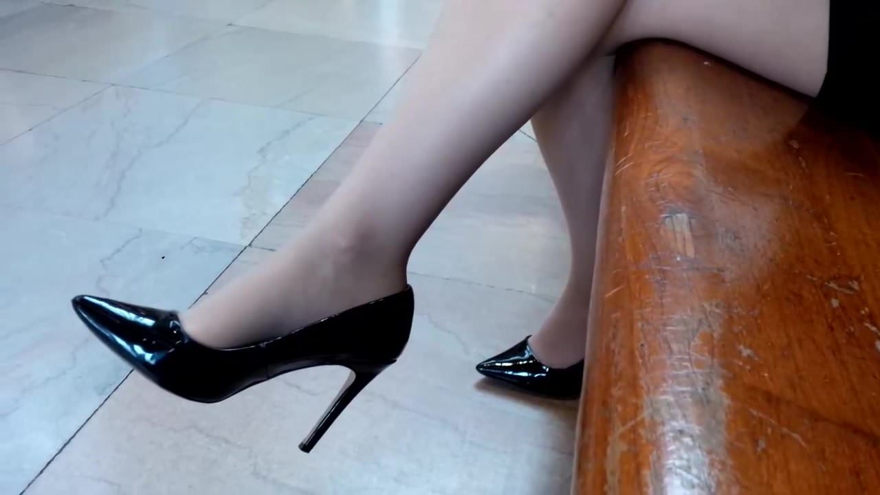 Голенькие видео лижет туфли фокс порноактриса рост