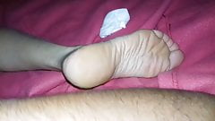An algerian gets wanked with the feet of a spanish girl