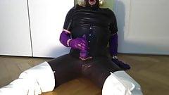 GLOVER -leather tranny cumshot