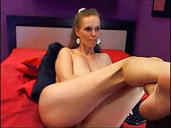 sexy mature with nice legs on cam