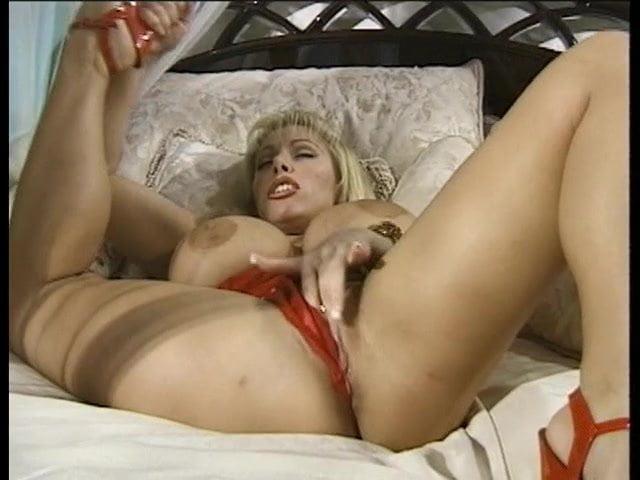 Petite Lesbian Eats Pussy
