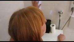 Anal auf der Toilette