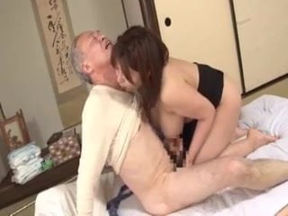 杏美月 爆乳人妻が義父をパイズリ介護
