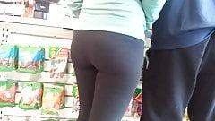 sexy young booty in spandex