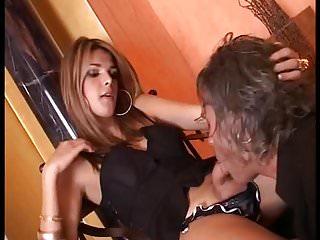Preview 2 of Shemale Karol Bonkar dominiert Sklaven und l sst sich dann f
