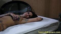 Diosa jugando con la lechita al mamar verga