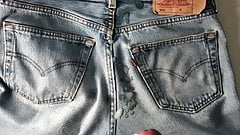 Wanking and cumming in levis 501