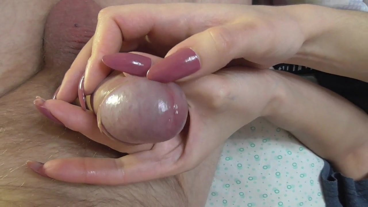 girls with long fingernails scratching