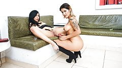 TU VENGANZA - Colombian lesbian sex with hot tattooed girls