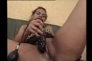 Hot mature inserting hege buttplug