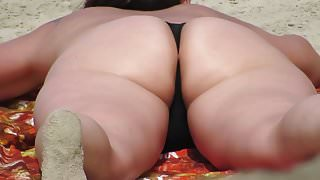Spy big big butt on the beach