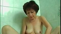 Josette shave her pussy