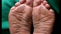 Cum on wide meaty wrinkled soles 2.