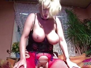 MILF Nachbarin mit Mega geilen Titten will gefickt werden