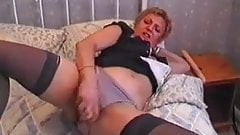 short haired milf toys and cums hard