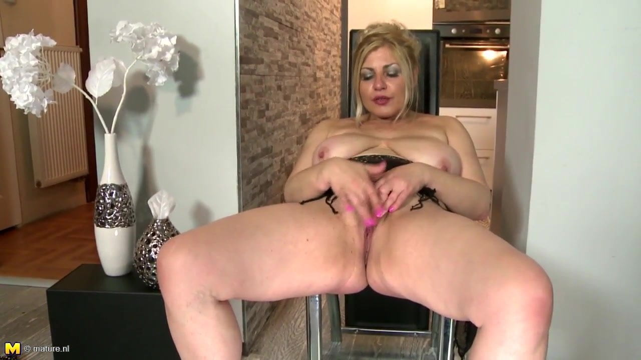 Sweet amateur mature mother with thirsty pussy