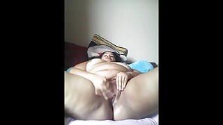 Latin bbw masturbates on webcam