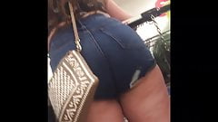 Teen Showing Off Big Booty In Jean Shorts!