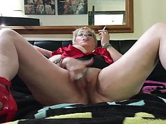 SLUT PLAYING WITH HERSELF