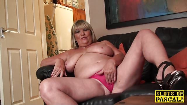 Lesbien blonde woman licking cunts