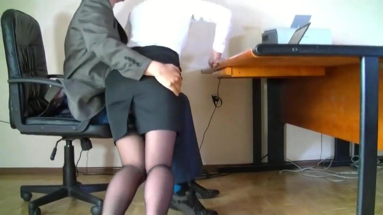 Порно Скрытой В Офисе Под Столом