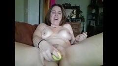Amateur milf masturbates on webcam
