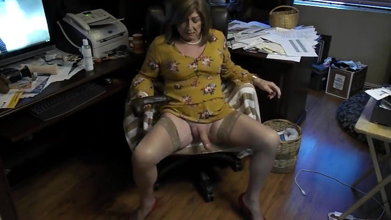 Mature crossdresser dildo present.