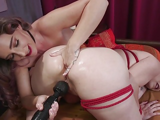 Bella Rossi Submits to Savannah Foxs Anal Gape and Squirting