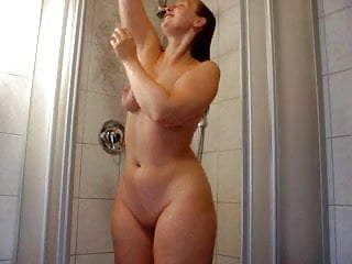 Classic blonde PAWG in her prime takes shower