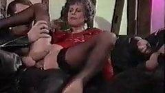 Eva Delage - Quand mamie se tape 2 gigolos